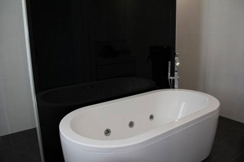 http://simplyframeless.com.au/wp-content/uploads/2018/03/bathroom-blog.jpg